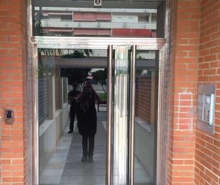 Puertas y escaparates de acero inoxidable