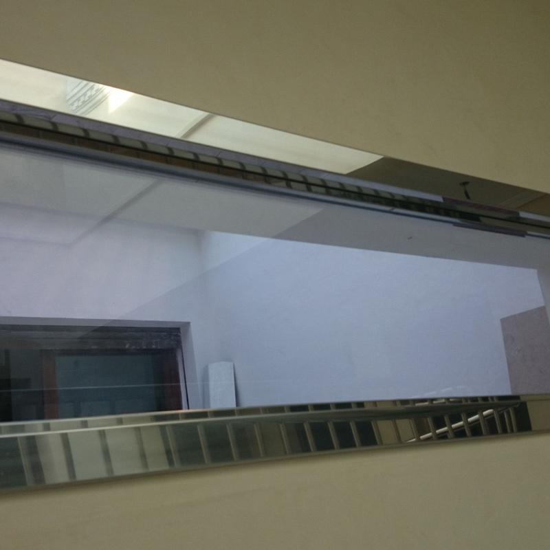 Ventana no abatible con marco de acero inoxidable diseñado y fabricado a medida