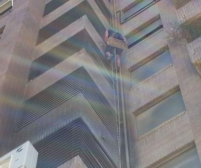 Limpieza de trabajo en altura por siniestro causado por incendio