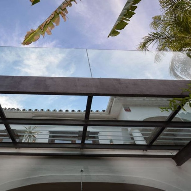 Ventajas de instalar un techo de cristal en la terraza