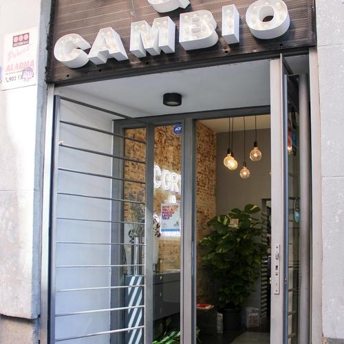Corte de pelo moderno en Madrid centro | Corto y Cambio