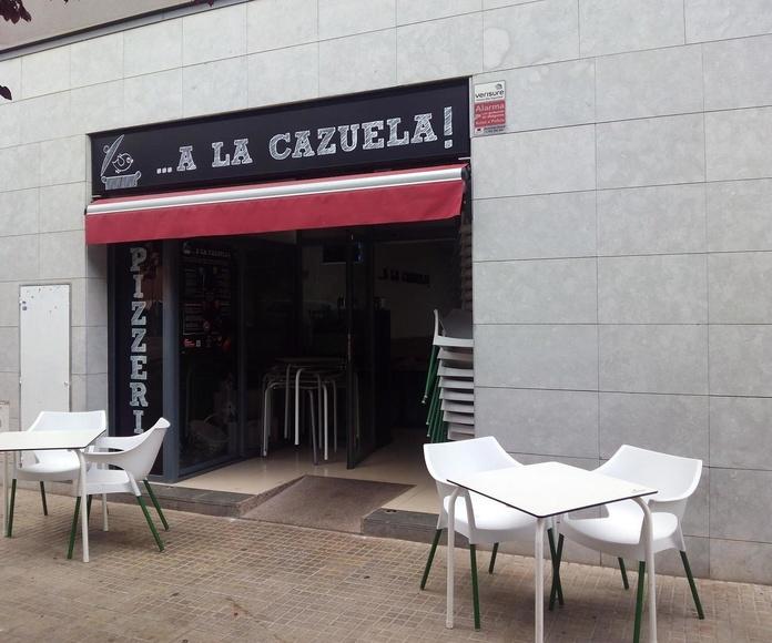 Entrada y terraza restaurante A la Cazuela