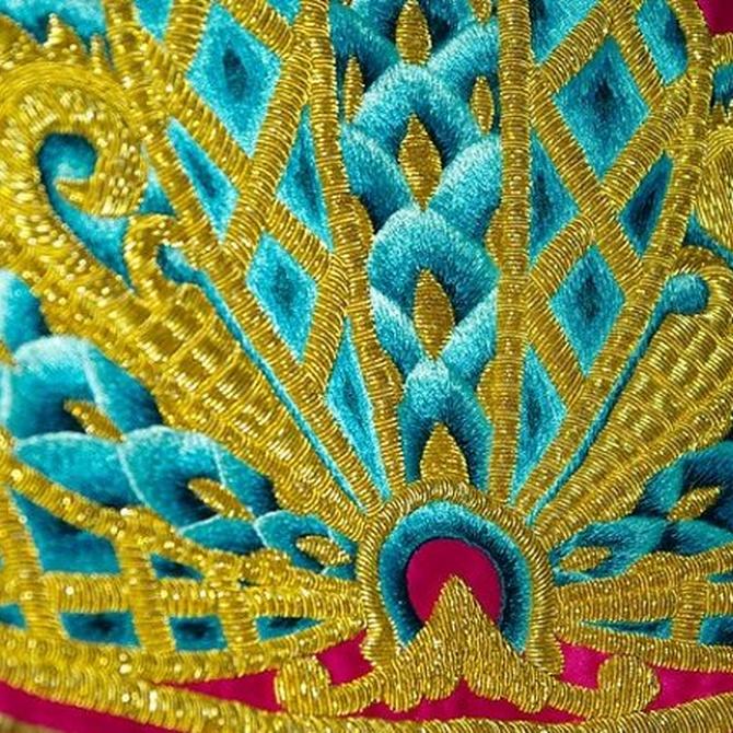 El mítico bordado isabelino o español