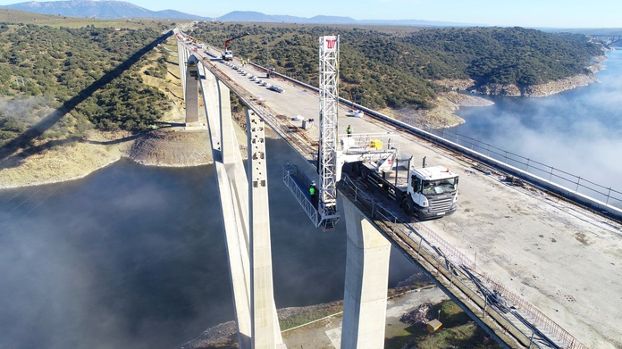 U.T.E. CAÑAVERAL COPISA COPASA BRIDGE OVER THE RIO TAJO HIGH SPEED LINE PLASENCIA ALCANTARA SUPPORT IN REPAIR WORK