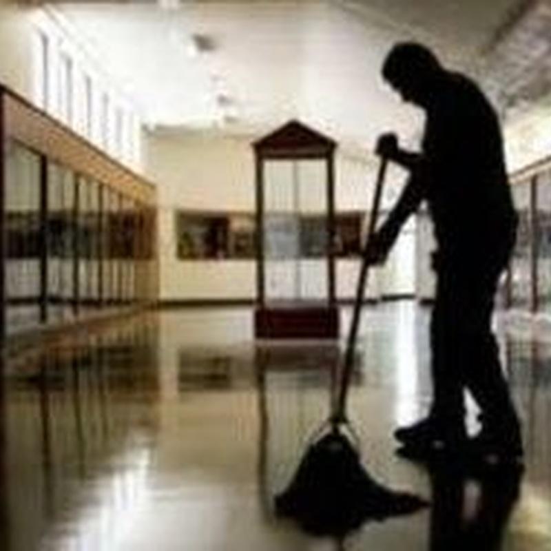 Servicios Auxiliares: Servicios de Limpiezas Limpsa Bilbao