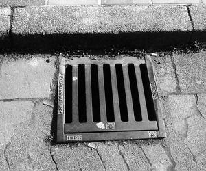 Prevenir atascos limpiando periódicamente los desagües