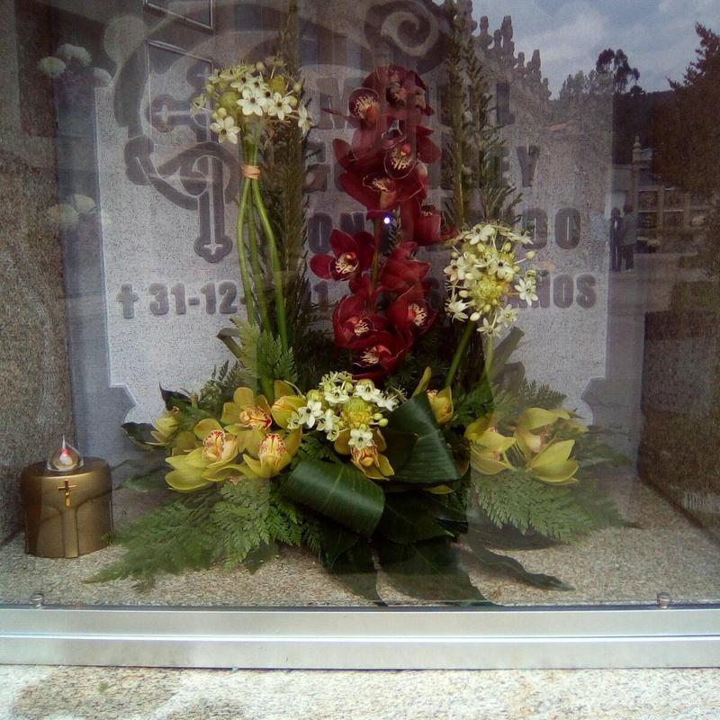 Coronas y ramos fúnebres: Servicios de Floristería Elena