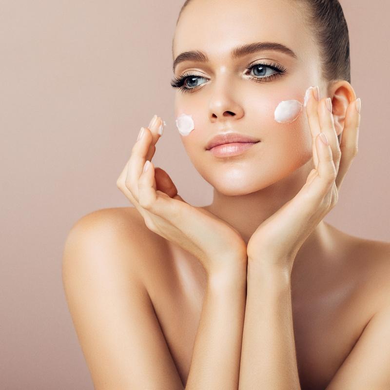 Tratamiento de hidratación facial: Peluquería y estética de Peluquería  Cristina