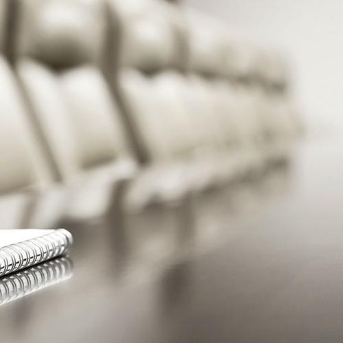 Butacas en piel para salas de conferencia