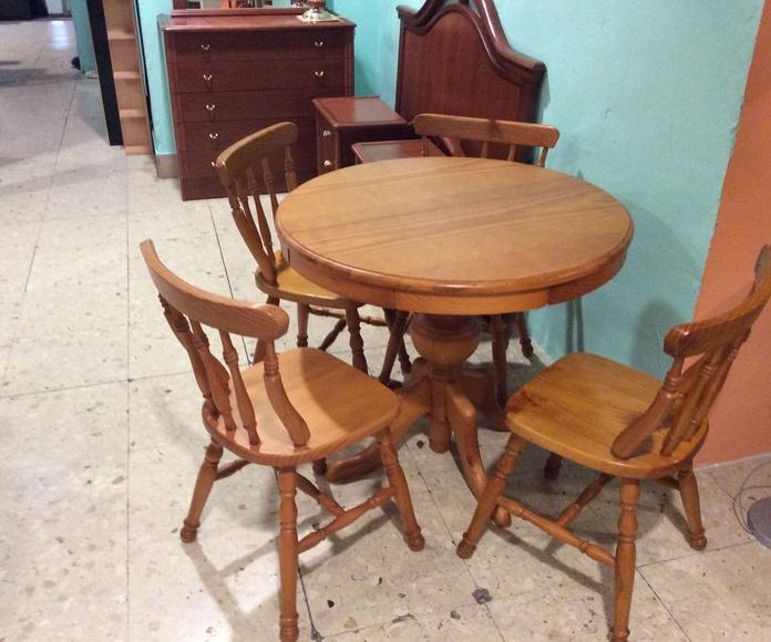 Mesa de Pino extensible y cuatro sillas