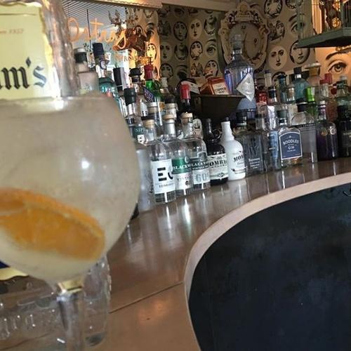 Cafetería con amplia carta de ginebras en Burgos