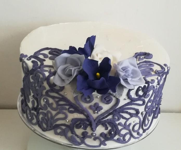 tarta de servicio para boda. Morado y blanco