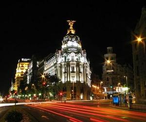 VIista nocturna de calle Álcala y La Gran vía de Madrid