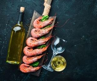 Marisco y un buen vino