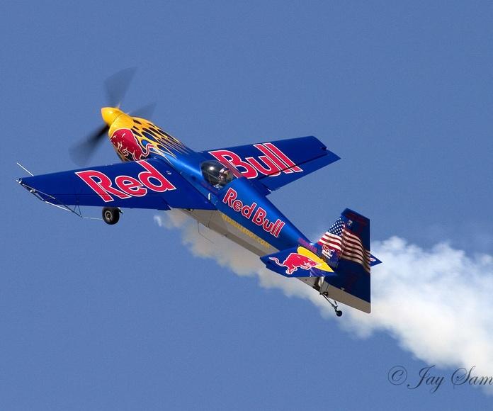 Rotulacion avioneta redbull