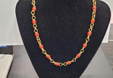 Collar de oro y coral