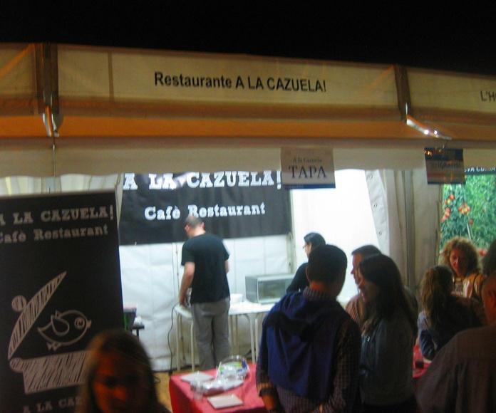 Luis y cola de clientes en el stand de A la Cazuela en Fira Tapa 2015