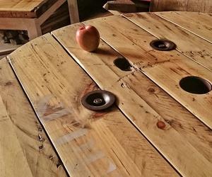 Fabricación de muebles con maderas recicladas