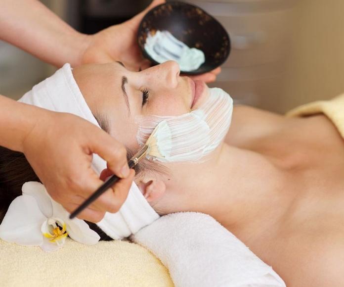 Higiene facial + tratamiento: Servicios de Hollywood Style