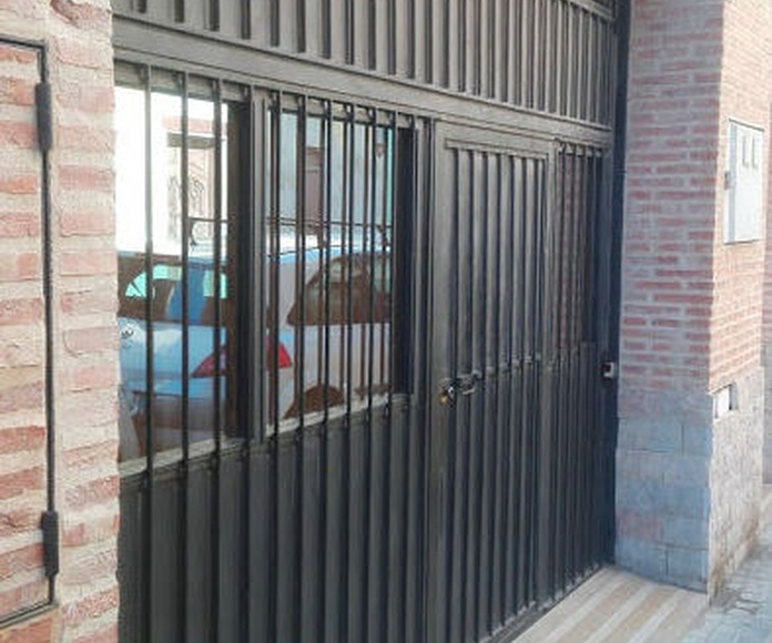 Puerta basculante preleva de contrapesos