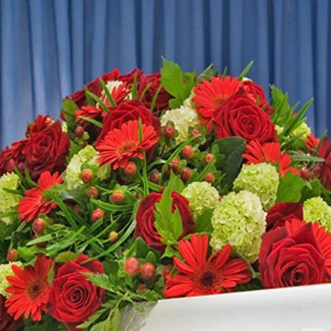 ¿Cuál es el origen de la costumbre de enviar flores a los difuntos?