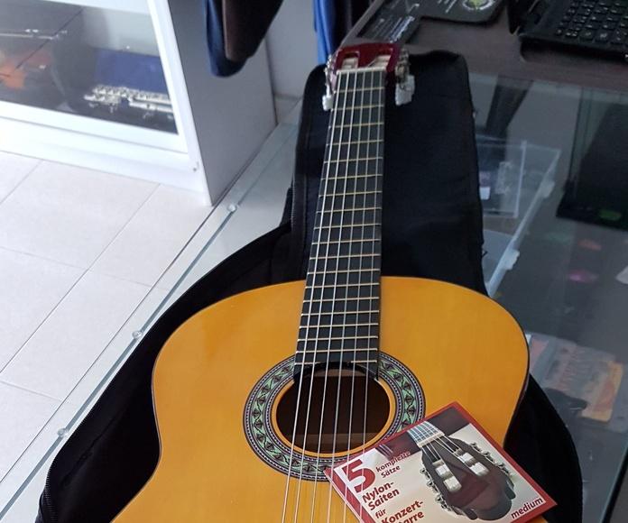 Guitarra clásica española barata pack completo iniciación