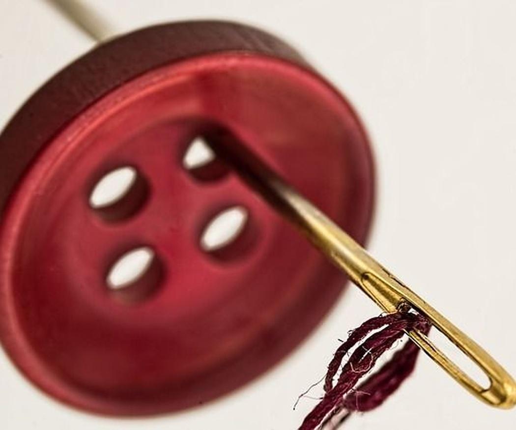 ¿Qué características puedes encontrar en una máquina de coser?