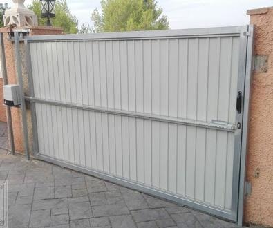 Puertas de Garaje manuales, automáticas y especiales en Valencia y Provincia