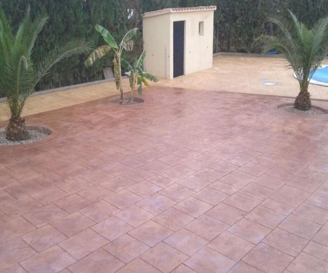 Ventajas de tener un jardín con zonas pavimentadas