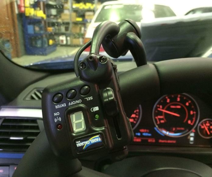Nueva instalación terminada en Cabal Automoción Bosch Car Service. Guante acelerador inalambrico sobre BMW 318d Pack M F30.