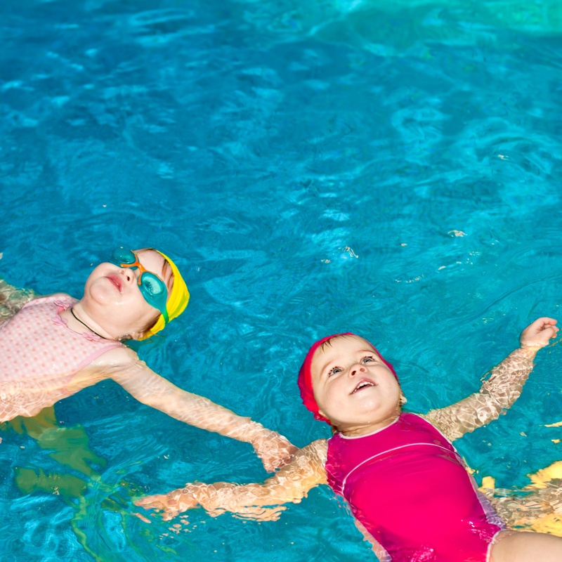 Actividades extraescolares: Natación: Servicios  de Escuela Infantil Menuts