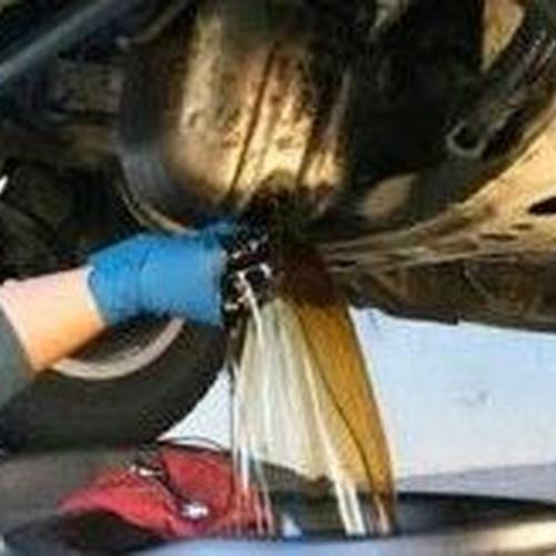 Cambio de aceite en taller Mundo Motor 21 en Leganés