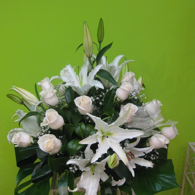 Elegancia blanca, envio de flores a domicilio Madrid centro