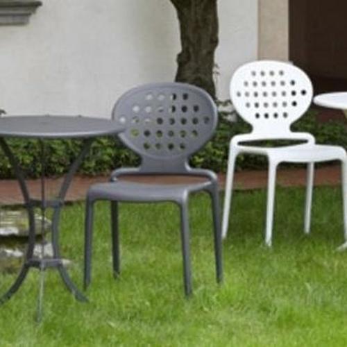 Sillas para jardín blancas y grises