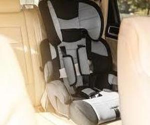 Reposacabezas en las sillas del coche para bebés.
