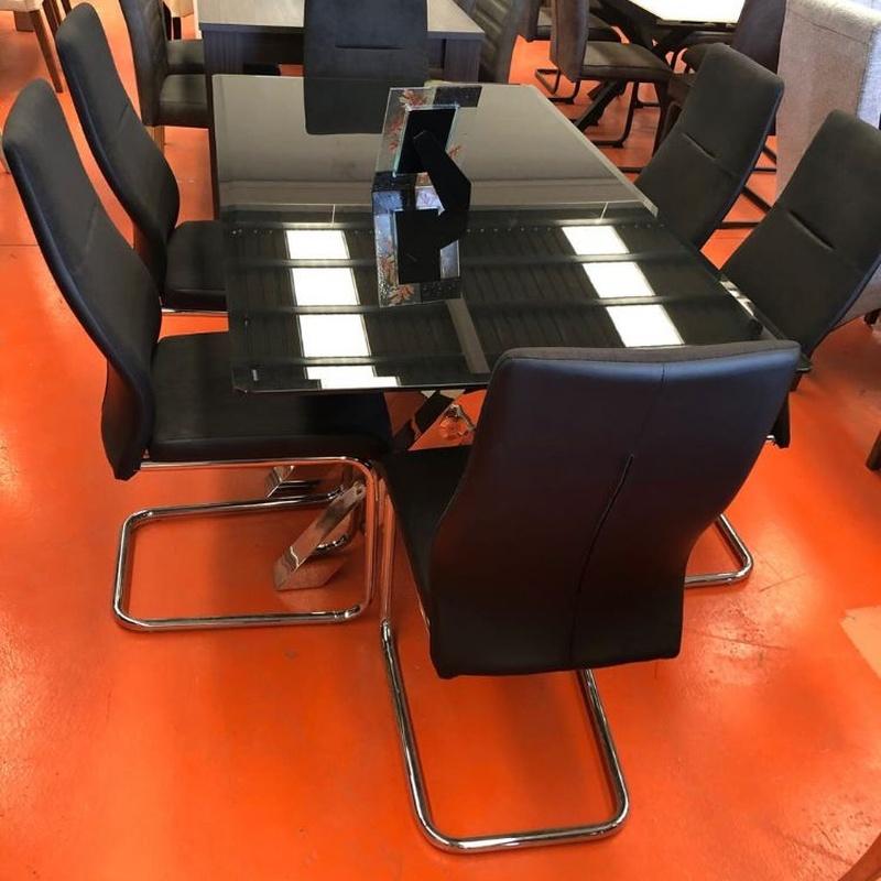 Mesa acristalada en negro y 6 sillas: Productos de Remar Castellón