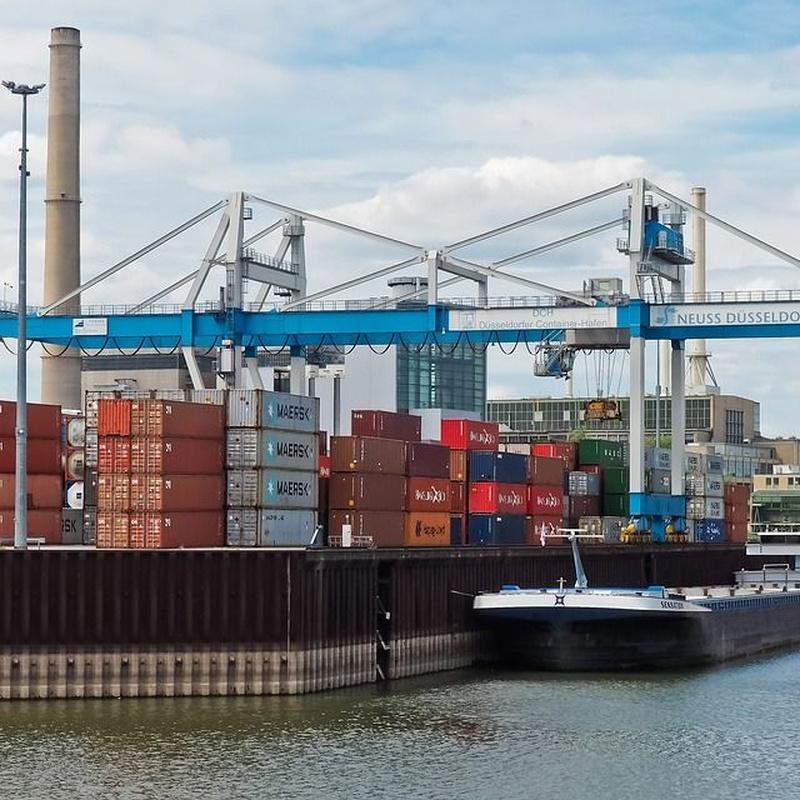 Puertos y operaciones portuarias: Servicios de Grúas y Transportes Curt