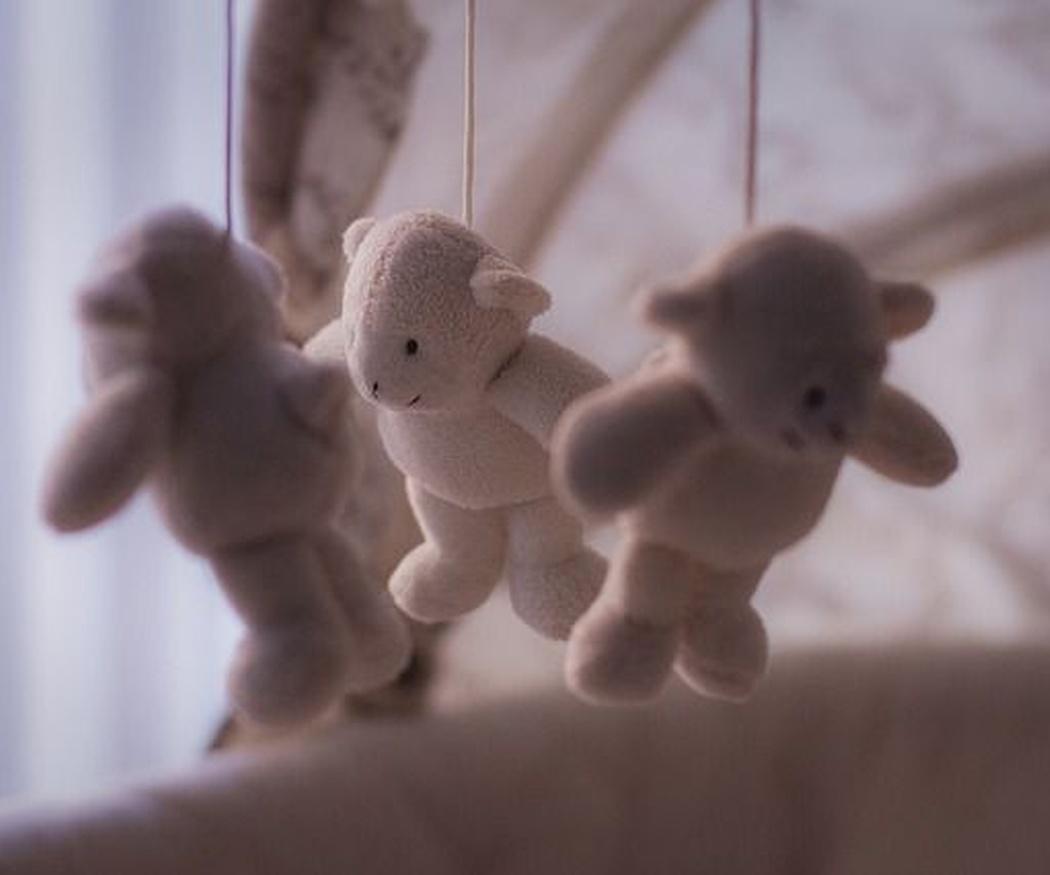 ¿Debe dormir el bebé en el cuarto de los padres?