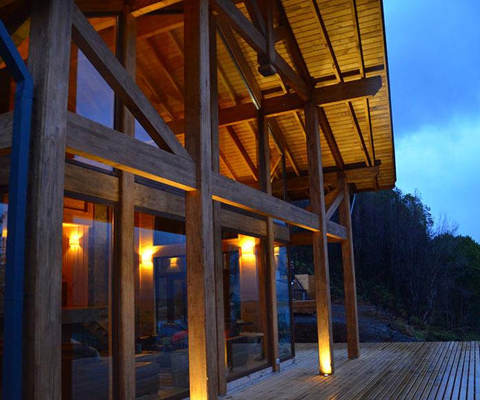 Porche y tarima hotel construido por cortelima