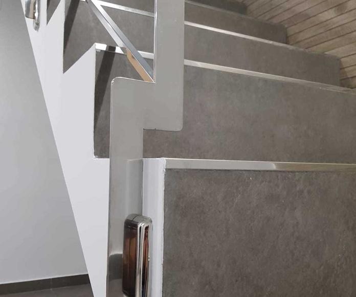 Barandilla de acero inoxidable personalizada, diseñada y montada en chalet particular.