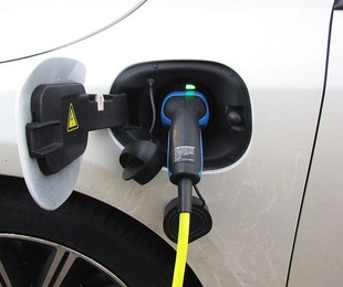 Aumentan las matriculaciones de vehículos híbridos y eléctricos en 2018