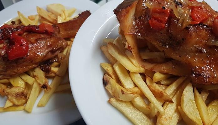 Nuestro menú del día:  de CAFÉ BAR NUEVO MUNDIAL 82 - 1
