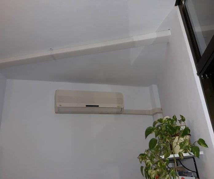 Desplazamiento de máquina de aire acondicionado y sustitución por una nueva