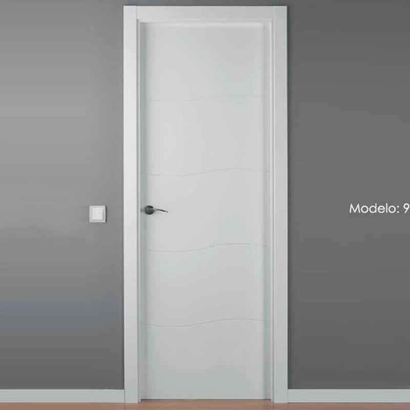 Modelo 9004 C Puerta lacada de calidad estándar