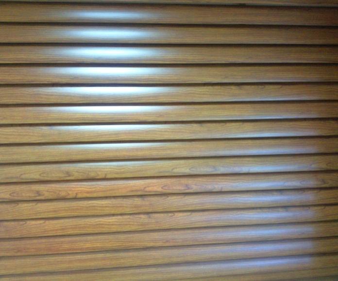 A107 Puerta de aluminio lama ovalada vierte aguas imitación madera