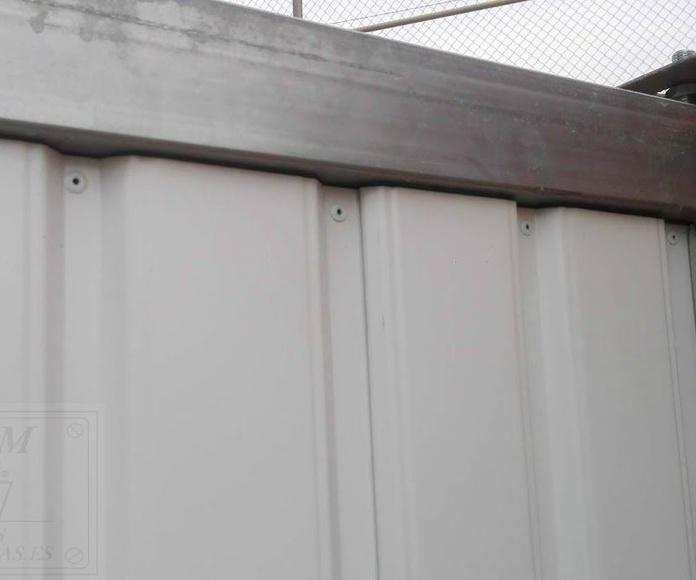Puerta de chapa grecada lacada marcos galvanizados