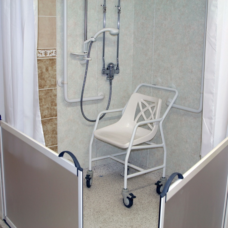 Ayudas para el baño: Farmacia  y Ortopedia de FARMACIA ORTOPEDIA CRISTINA GUMUZIO