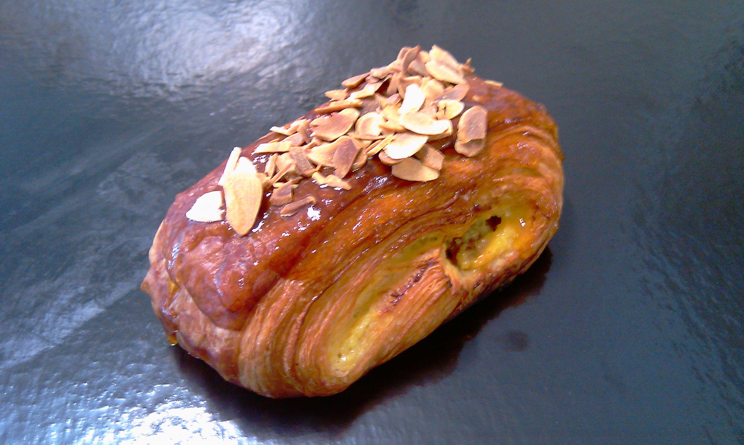 Pinka de Crema y Pasas: Catálogo de Pastelería Oiartzun