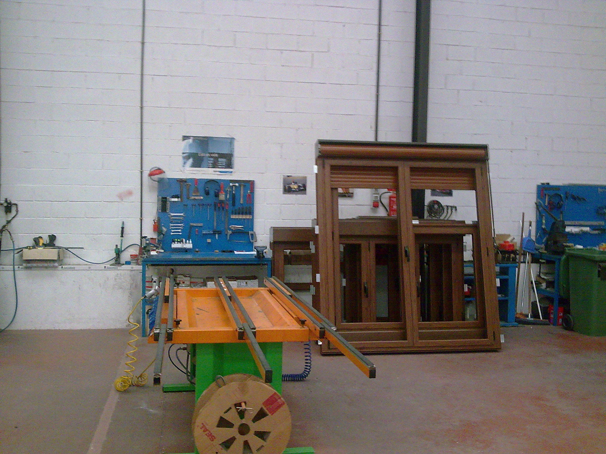 Ventanas de Aluminio en color madera: NUESTROS SERVICIOS de Aluminios Sergio