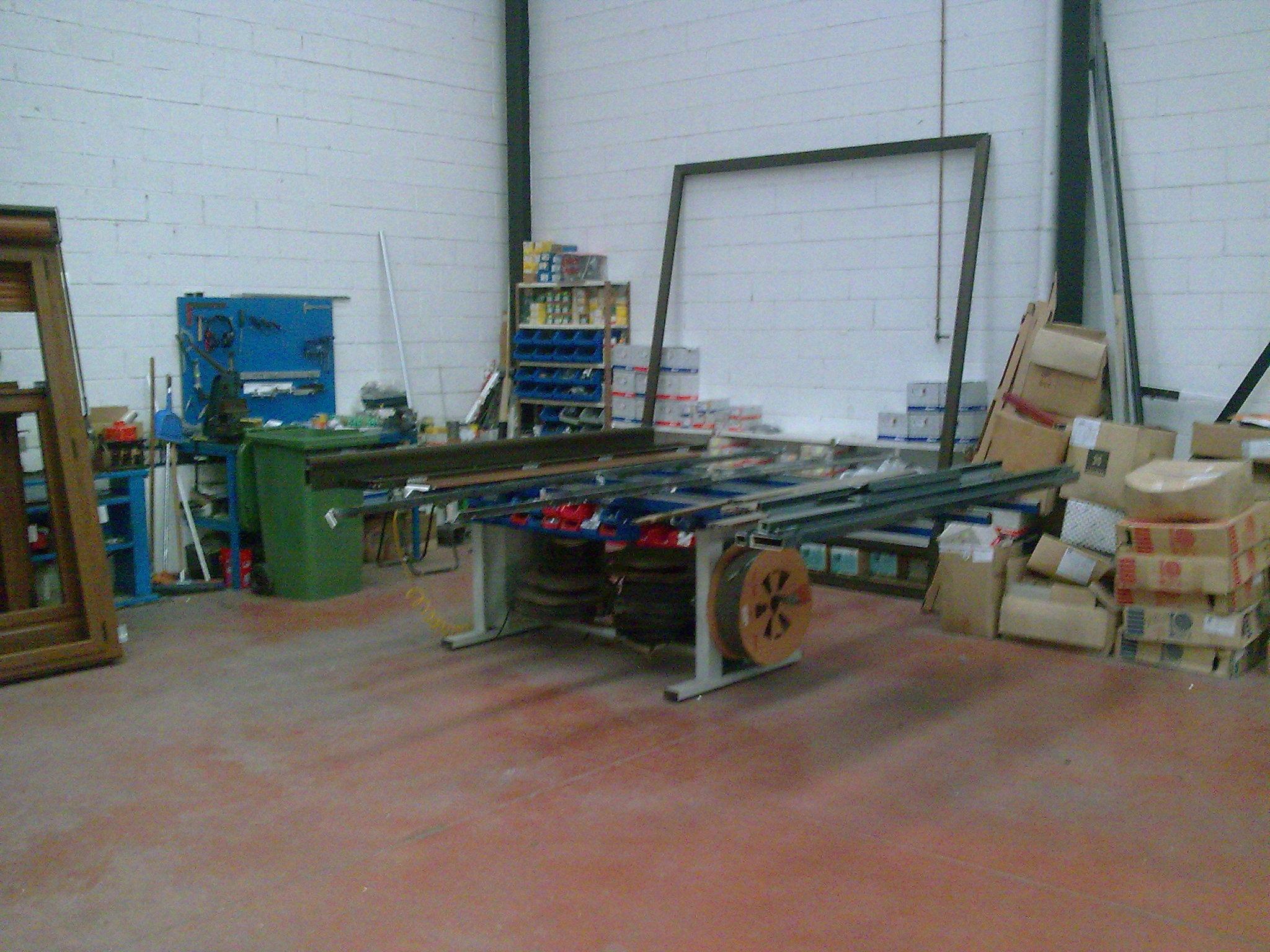 Maquinas del taller: NUESTROS SERVICIOS de Aluminios Sergio